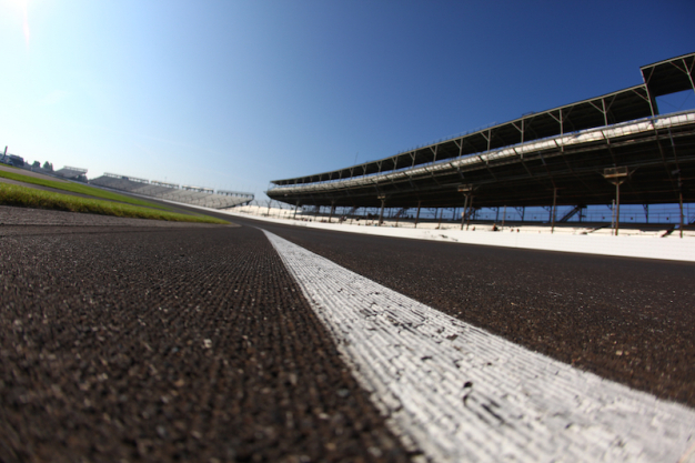 Test on Speedway oval: Unwrapping new package